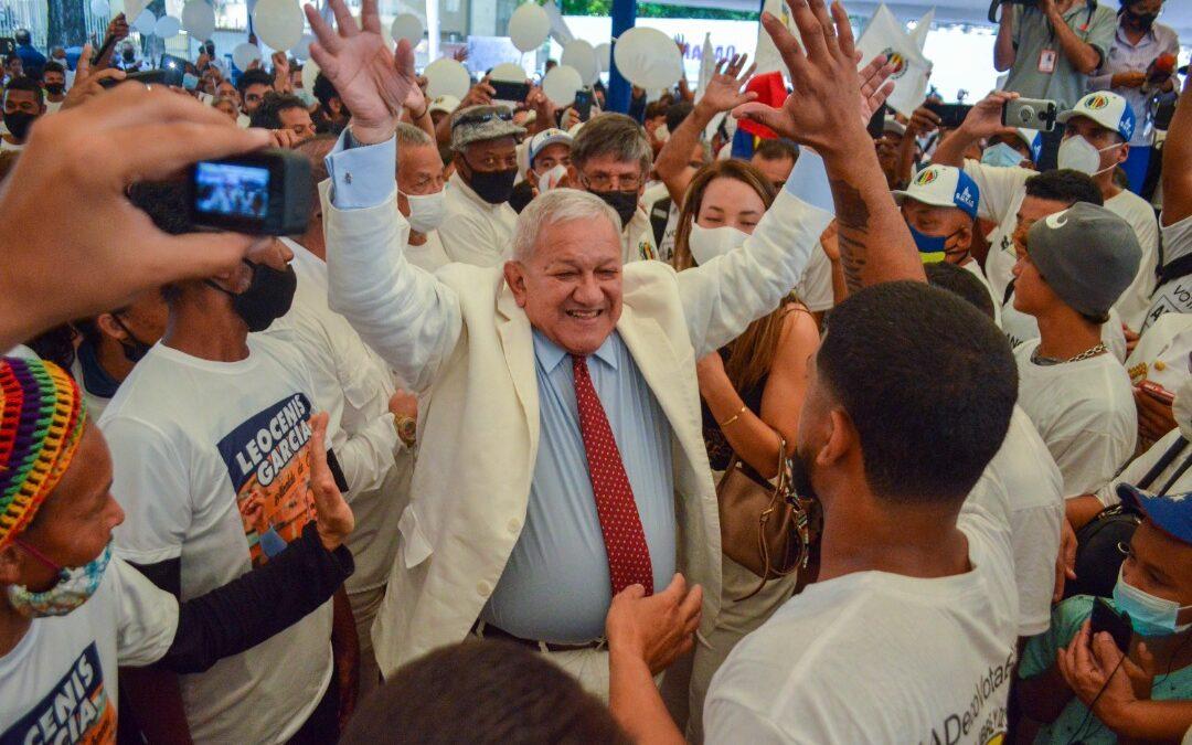 Bernabé Gutiérrez abrazando al pueblo ADeco conmemoró los 80 años de AD